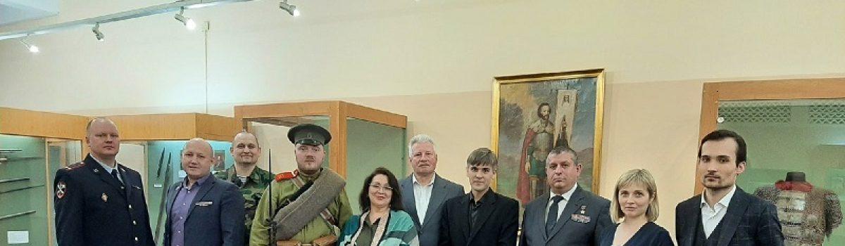 Учащиеся клуба «Юный авиатор» посетили выставку «Искусство воевать».